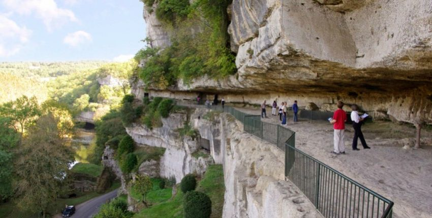 La Roque-Saint-Christophe : le plus grand village troglodytique d'Europe